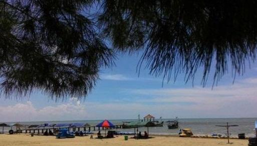Pantai Wisata Karang Jahe Rembang
