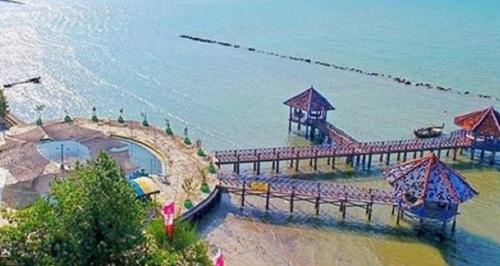 Wisata Pantai Dampo Awang Rembang